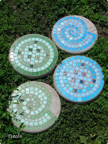 DIY Mosaic Tile Garden Stepping Stones 1