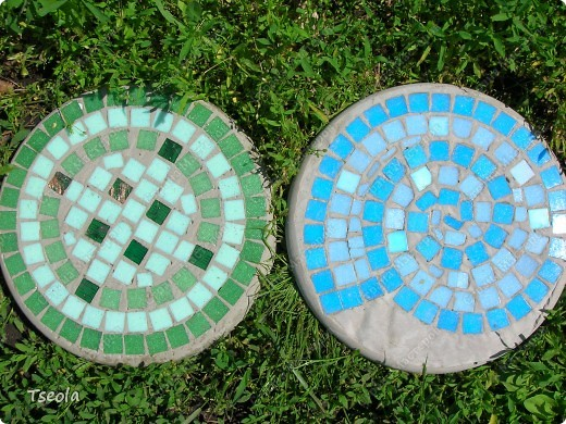 DIY Mosaic Tile Garden Stepping Stones 11