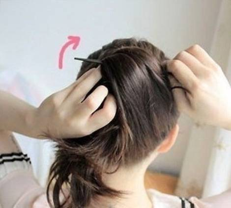 DIY Easy Updo Hairstyle with a Chopstick 4