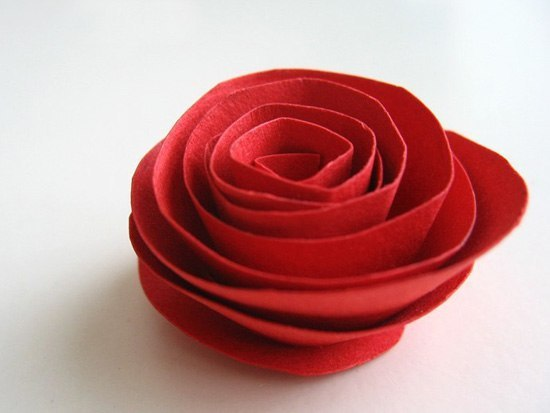 DIY Heart Shaped Paper Rose Valentine Wreath 4